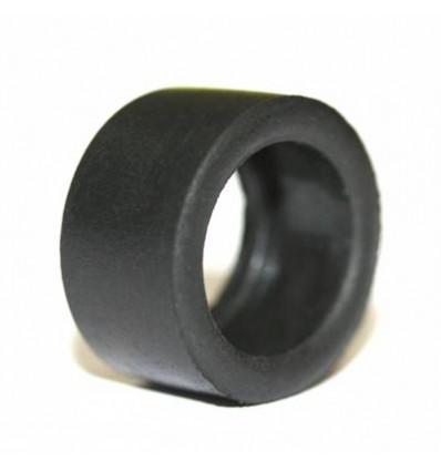 Neumático trasero caucho 15.9x18x9 mm.